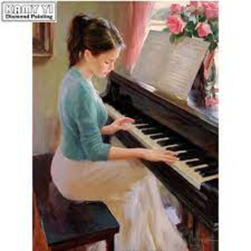 Пианистка 40/50 см